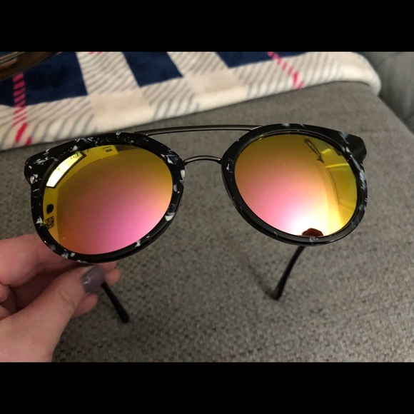 a750a4af11 DIFF Astro Black   White Pink Mirror Polarized